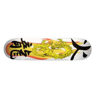 白い炎の火のドラゴンはスケートボードをリミックスします スケボー