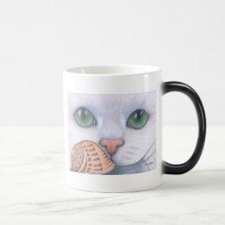 白い猫およびかたつむりのマグ モーフィングマグカップ