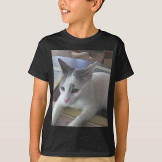 白い猫のテーブル Tシャツ