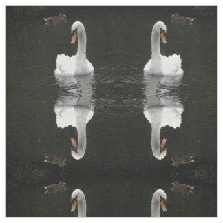 白い白鳥のパターン(の模様が)あるな動物の生地 ファブリック