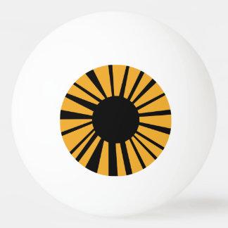 白い眼球の黒い生徒が付いているこはく色の目 卓球ボール