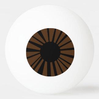 白い眼球の黒い生徒が付いている焦茶の目 卓球ボール