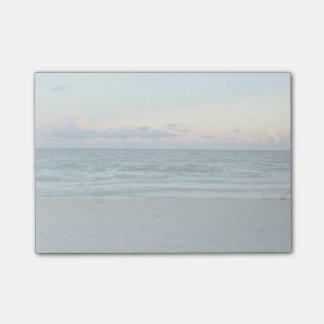 、白い砂が付いているビーチテーマ、ビーチ青海原 ポストイット