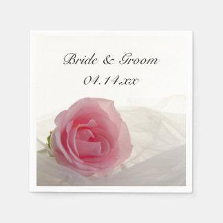 白い結婚式のピンクのバラ スタンダードカクテルナプキン