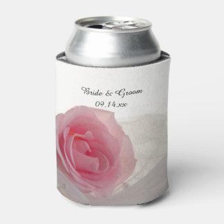 白い結婚式の引き出物のピンクのバラ 缶クーラー