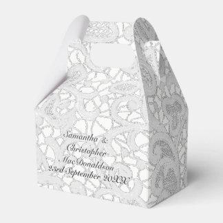 白い線条細工のレースのダマスク織の結婚式 フェイバーボックス