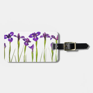 白い背景で隔離される紫色のアイリス ラゲッジタグ