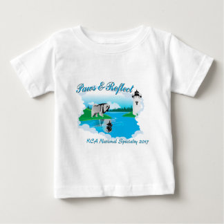 白い背景のためのKCAの国民のロゴ ベビーTシャツ