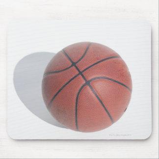 白い背景のバスケットボール マウスパッド