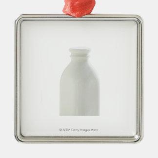 白い背景のミルクボトル メタルオーナメント