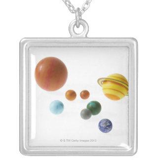 白い背景の太陽系の惑星 オリジナルネックレス