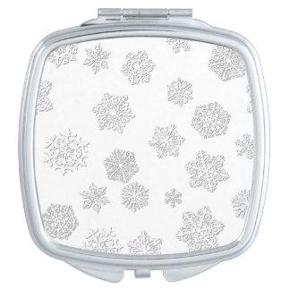 白い背景の白い3D雪片
