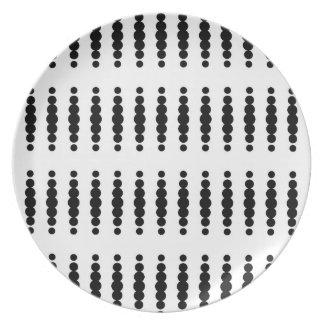 白い背景の黒い点 プレート