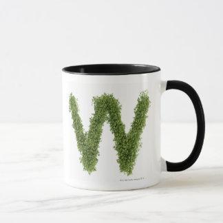 白い背景のcressの「W」に文字を入れて下さい、 マグカップ