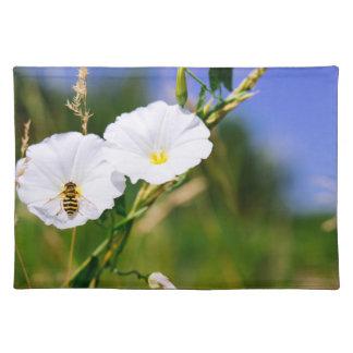 白い花のスズメバチ、自然の写真 ランチョンマット