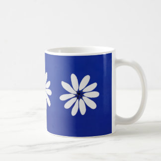 白い花のマグ コーヒーマグカップ
