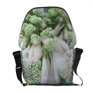 白い花のメッセンジャーバッグ クーリエバッグ