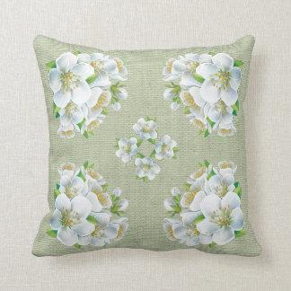 白い花の枕 クッション