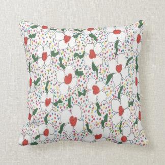 白い花の水玉模様パターン枕 クッション