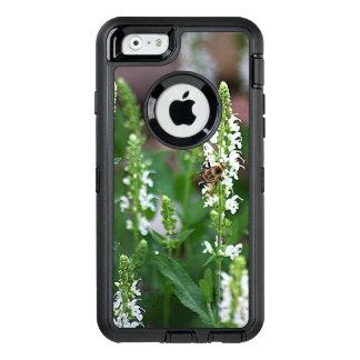 白い花の蜂のOtterboxのiPhone 6/6sの場合 オッターボックスディフェンダーiPhoneケース