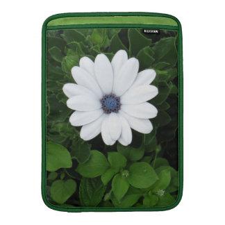 白い花のMacBookの袖 MacBook スリーブ