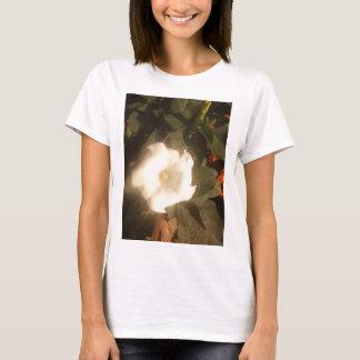 白い花のTシャツ Tシャツ