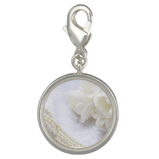 白い花w/Pearlsの結婚式のスニーカーのチャームクリップ チャーム