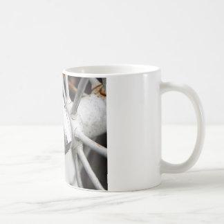 白い荷馬車の車輪 コーヒーマグカップ