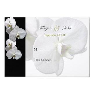 白い蘭のテーブルの座席カード カード
