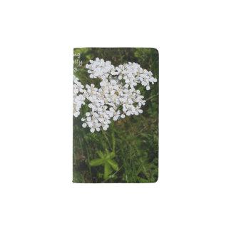 白い野生の花の感動的でカスタムなジャーナル ポケットMoleskineノートブック