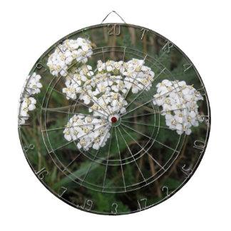 白い野生の花の投げ矢板 ダーツボード