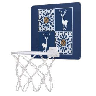 白い雄鹿および装飾的な正方形パターン ミニバスケットボールゴール