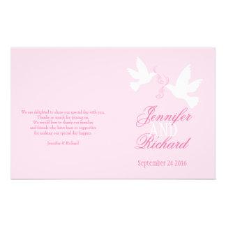 白い鳩の淡いピンクのリボンの結婚式プログラム チラシ