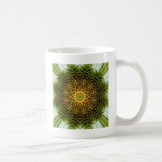 白いConeflowerの曼荼羅のイメージ2 コーヒーマグカップ