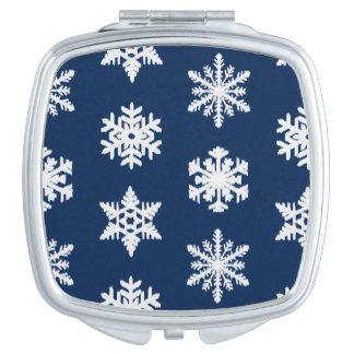 白いIkatの雪片-および暗い濃紺