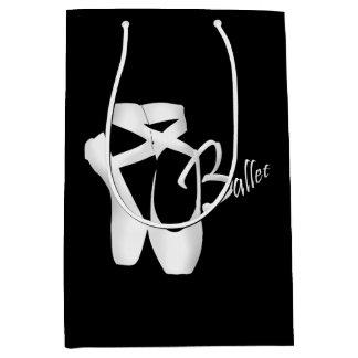 白いPointeバレエのバレリーナはMのギフトバッグに蹄鉄を打ちます ミディアムペーパーバッグ