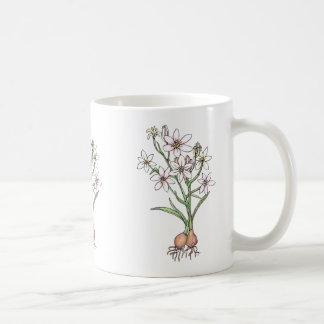 白およびピンクのかわいらしい球根のマグ、 コーヒーマグカップ