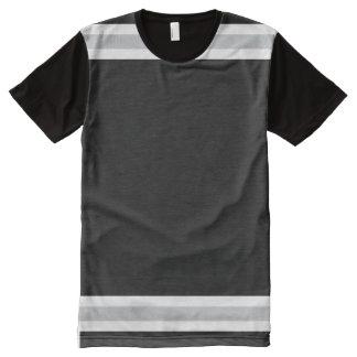 白および銀のトリムとの黒 オールオーバープリントT シャツ