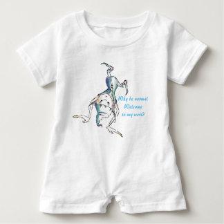 白くおもしろいでおっちょこちょいのな小悪魔のベビーのロンパース ベビーロンパース