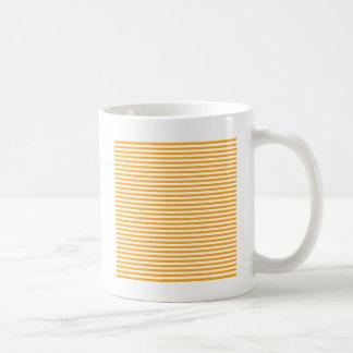 -白くおよび暗い蜜柑を縞で飾ります コーヒーマグカップ