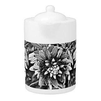 白くおよび黒いサボテンの茶ポット