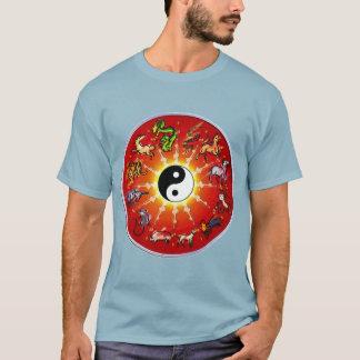 白くか黒い両面の中国のな(占星術の)十二宮図 Tシャツ