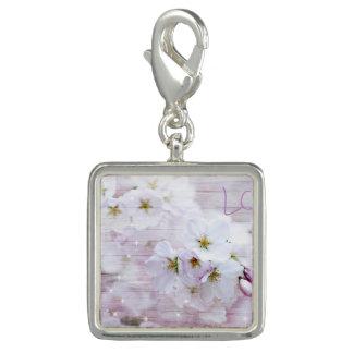 白くスタイリッシュな桜 チャーム