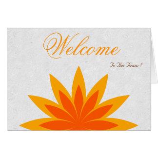 白くミニマルなイエロー・ゴールドのはす歓迎された希望 グリーティングカード