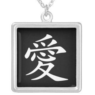 白く中国のな愛記号 シルバープレートネックレス