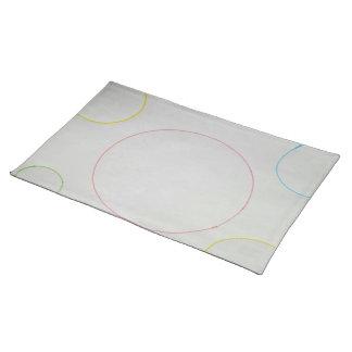 白く大きく白いランチョンマットのカラフルな泡 ランチョンマット