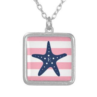 白く青いピンクのモノグラムはヒトデを縞で飾ります シルバープレートネックレス