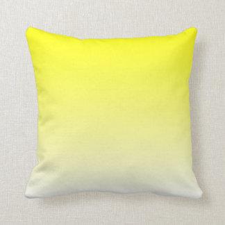 白く黄色いグラデーション クッション