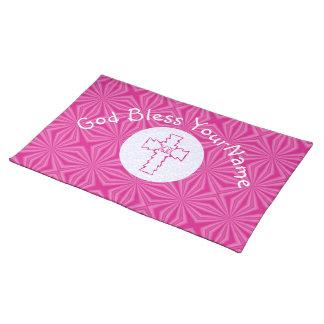 白く、ショッキングピンクのピンクのジグザグ形のキリスト教の十字 ランチョンマット