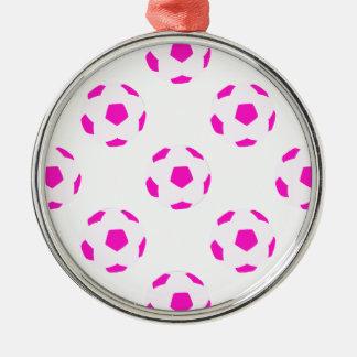 白く、ピンクのサッカーボールパターン メタルオーナメント